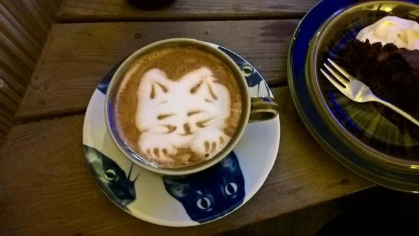 lähäri catpuccinosta, siis catpuccinosta, kissan naama maitovaahdosta