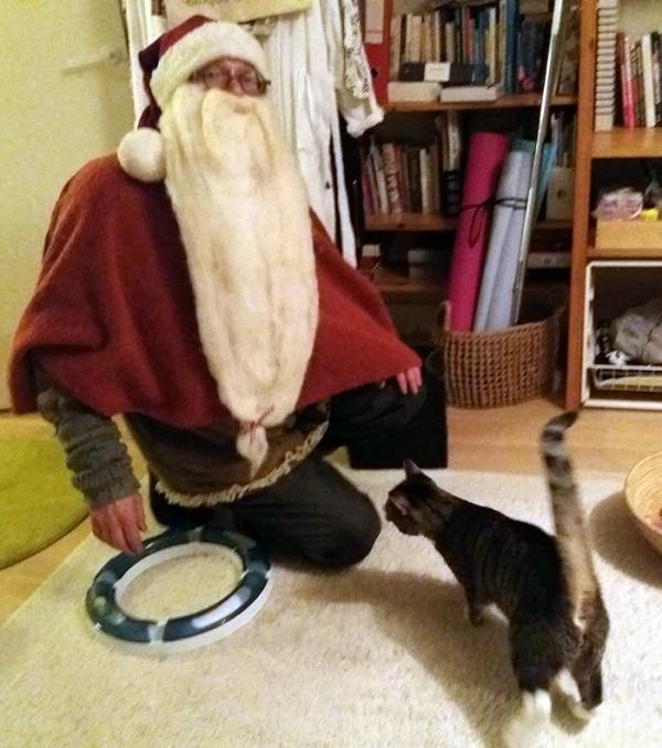kolme kuvaa joissa kaikissa seuramies Zetor ja joulupukki